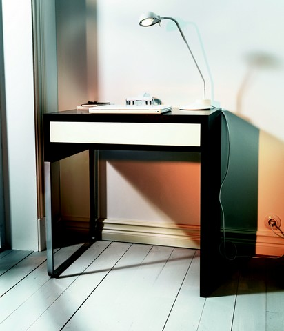 donne bureau ikea micke. Black Bedroom Furniture Sets. Home Design Ideas